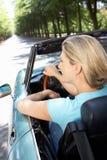 Donna in automobile sportiva fotografia stock