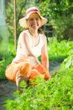 Donna in base della carota fotografie stock