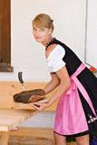 Donna bavarese in un dirndl Fotografia Stock Libera da Diritti