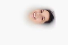 Donna beata che si inzuppa in un bagno caldo Immagine Stock