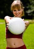 Donna bella con una sfera Immagine Stock