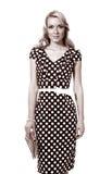Donna in bianco e nero della foto in vestito dal pois immagine stock