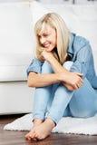 Donna bionda affascinante Fotografia Stock Libera da Diritti