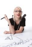 Donna bionda astuta di bellezza con l'idea sul grafico Fotografia Stock