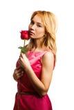 Donna bionda attraente che tiene un fiore immagine stock libera da diritti