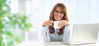 Donna di affari in ufficio Fotografia Stock