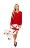 Donna bionda che posa con l'orso del giocattolo Immagini Stock Libere da Diritti