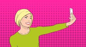 Donna bionda che prende la foto di Selfie sullo schiocco Art Colorful Retro Style di sorriso della ragazza dello Smart Phone illustrazione vettoriale