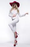 Donna bionda in costume bianco fotografie stock libere da diritti