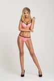 Donna bionda curvy affascinante Fotografie Stock Libere da Diritti