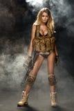 Donna bionda curvy affascinante fotografia stock
