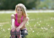 Donna bionda sbalorditiva - modello di forma fisica Fotografia Stock