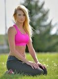 Donna bionda sbalorditiva - modello di forma fisica Immagine Stock