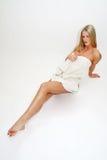 Donna bionda in tovagliolo Fotografie Stock