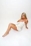 Donna bionda in tovagliolo Fotografia Stock Libera da Diritti