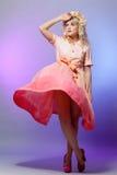 Donna bionda in vestito fotografia stock libera da diritti
