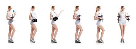 Donna in buona salute e sportiva di misura, nel risolvere degli abiti sportivi Fotografie Stock Libere da Diritti