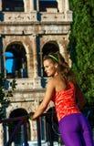 Donna in buona salute moderna a allungamento di Roma, Italia Immagine Stock Libera da Diritti