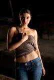 Donna calda con le blue jeans Fotografia Stock