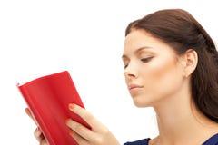 Donna calma e seria con il libro Fotografia Stock