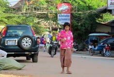 Donna cambogiana sulla via Fotografie Stock Libere da Diritti