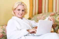 Donna in camera da letto Immagine Stock Libera da Diritti