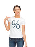 Donna in camicia con il segno di percentuali Fotografie Stock Libere da Diritti