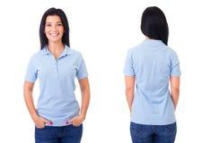 Donna in camicia di polo blu fotografia stock libera da diritti