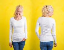 Donna in camicia lunga bianca della manica su fondo giallo Fotografia Stock Libera da Diritti