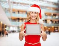 Donna in cappello dell'assistente di Santa con il pc della compressa Immagini Stock