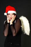 Donna in cappello di Santa con le ali bianche Immagini Stock Libere da Diritti