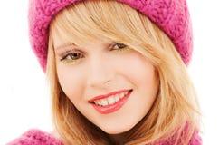 Donna in cappello e sciarpa rosa Fotografia Stock Libera da Diritti