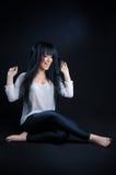 Donna castana attraente e felice Fotografia Stock