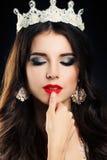 Donna castana con Smokey Eyes Makeup Immagine Stock Libera da Diritti