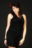 Donna castana in vestito nero Fotografia Stock Libera da Diritti