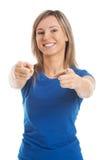 Donna casuale attraente che indica su voi. Immagine Stock