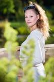 Donna casuale in camicia di demin Fotografia Stock Libera da Diritti