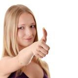 Donna casuale che sorride con i suoi pollici in su Fotografia Stock Libera da Diritti