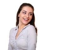 Donna casuale sorridente che guarda indietro Immagine Stock