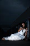 Donna caucasica attraente che porta vestito nuziale Fotografia Stock Libera da Diritti