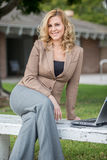 Donna caucasica bionda abbastanza attraente di affari Immagine Stock Libera da Diritti