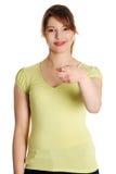 Donna caucasica felice che indica su voi Immagini Stock