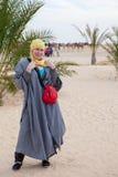 Donna caucasica in vestiti beduini Fotografia Stock Libera da Diritti