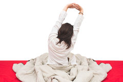 Donna che allunga a letto dopo avere svegliato, vista posteriore Fotografia Stock Libera da Diritti