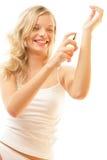 Donna che applica profumo sulla manopola Immagini Stock Libere da Diritti