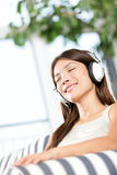 Donna che ascolta la musica Immagine Stock Libera da Diritti