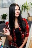 Donna che assorbe l'officina di arte Fotografia Stock