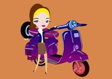 Donna che avvia motorino Fotografie Stock