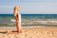Donna che bagna nel mare Fotografia Stock