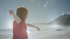 Donna che balla nella neve stock footage